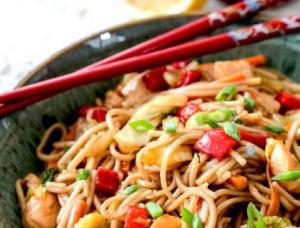 Honey Sriracha Chicken Noodle Bowls