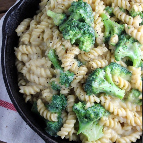 "HEALTHY Broccoli Mac & ""Cheese"""